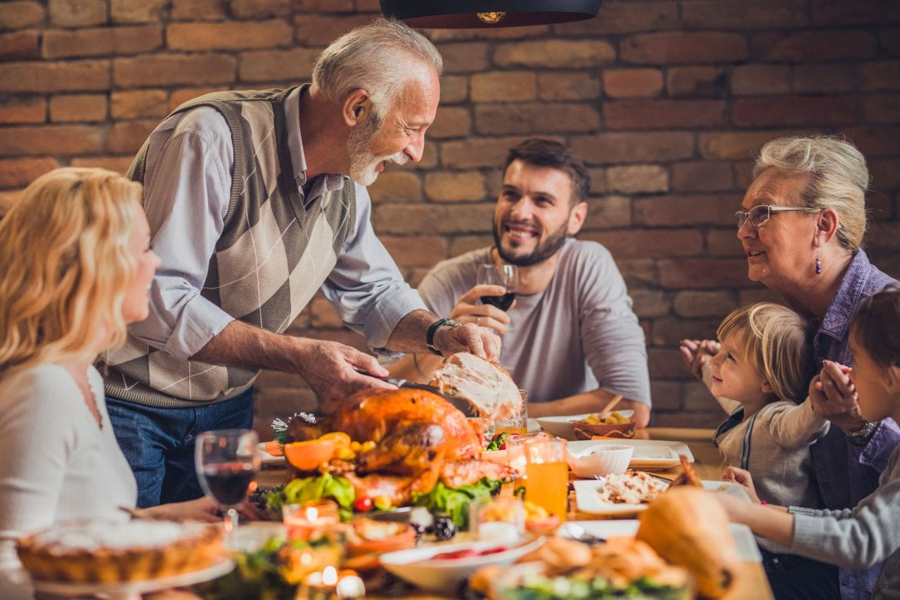 family eating thanksgiving dinner - 1000×667